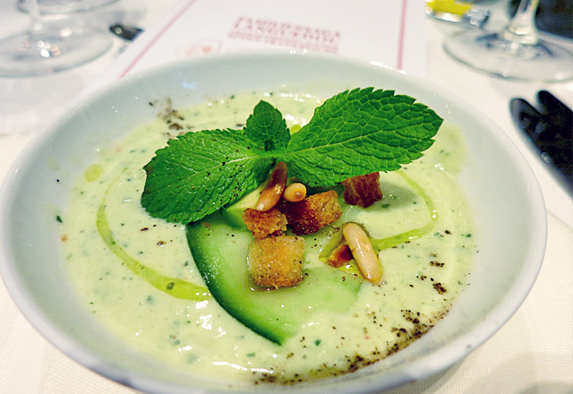 Die See kocht: Gurken Avocado Suppe Effilee mit Rosé Languedoc