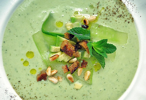 Die See kocht: Gurken Avocado Suppe Effilee Languedoc Event