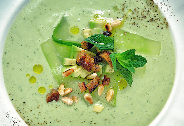 Die See kocht: Gurken Avocado Suppe Effilee Languedoc Event