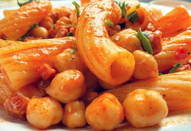 Kichererbsen Pasta mit Chorizo und Petersilie