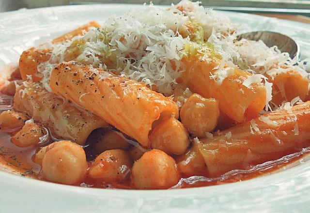 Pasta e ceci Kichererbsen Pasta vegetarisch mit Parmesan