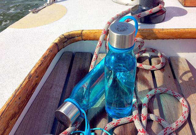 Die See kocht spart Plastik an Bord: refill Flaschen