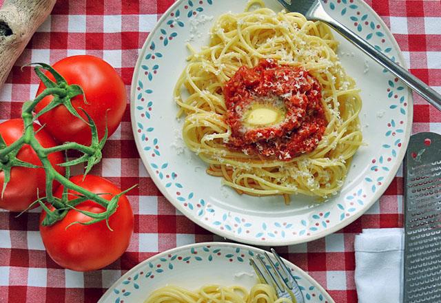 Tomatensauce mit Butter und Spaghetti