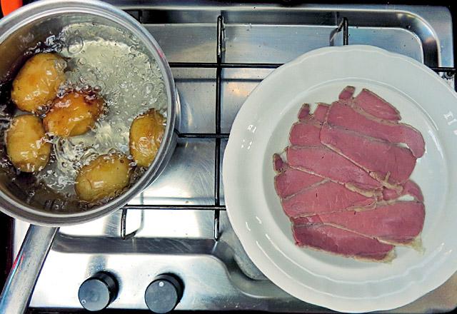 Ochsenbrust und Samsö Kartoffeln in Kombüse