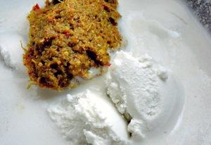 Curry Paste und Kokosmilch