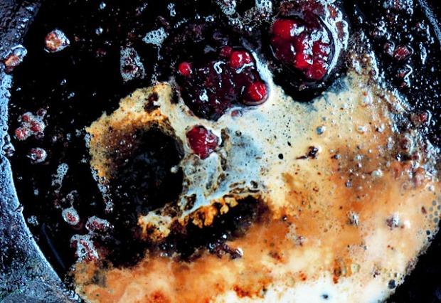 Schnelle Brunsoß Zutaten in Pfanne