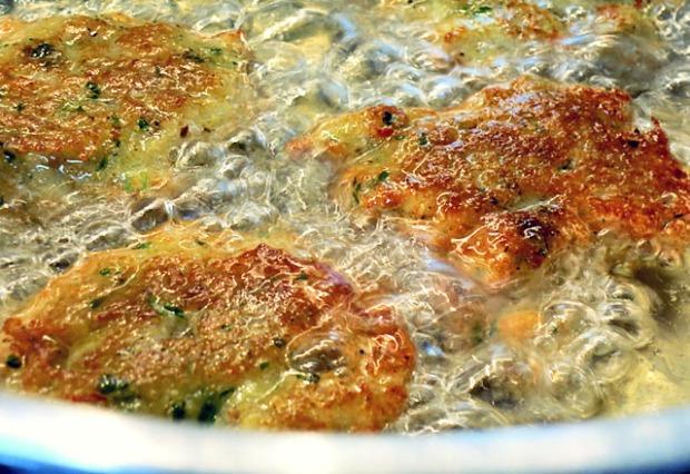 Im Topf frittiert: Thai Fischkuechlein
