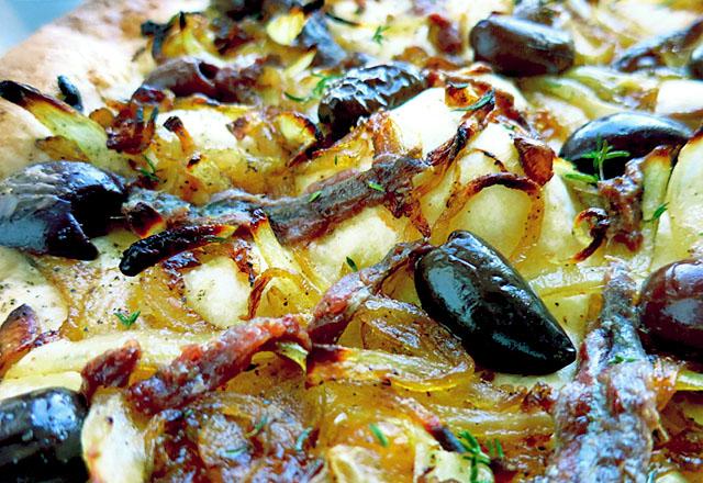 Die See kocht: Pissaladiere gebacken zum Anbeißen