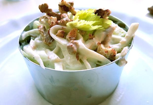 Waldorf Salat Turmbau auf Teller