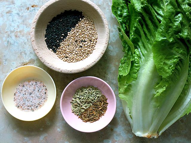 Gegrillte Salatherzen mit Gomasio