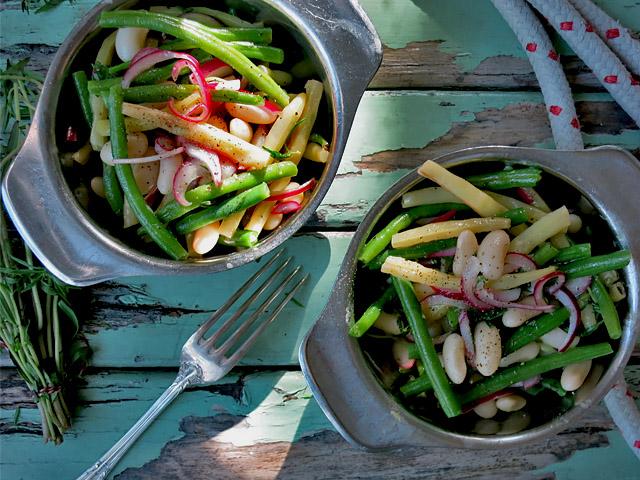 Bohnensalat vegan in Schüsseln