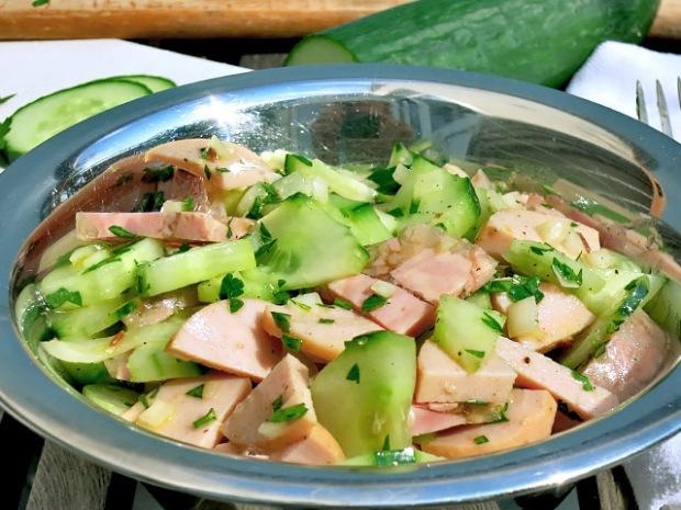 Fleischwurstsalat auf Teakdeck