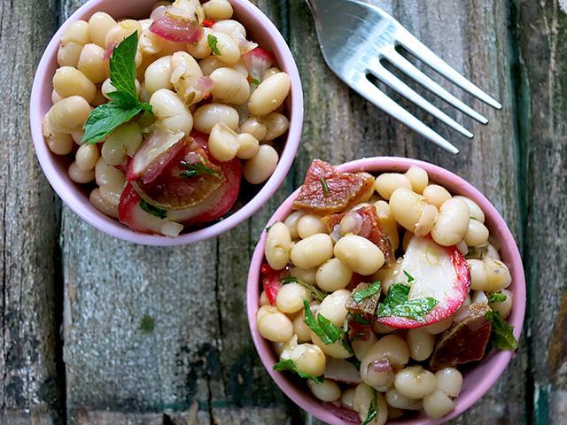 Weisse Trockenbohnen salami Salat