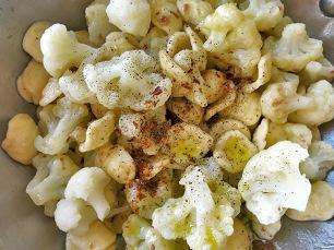Blumenkohl Pasta gewürzt mit Peperoncino