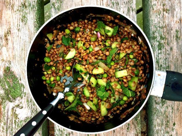 Linsen Erbsen Gurken Salat mit Minze