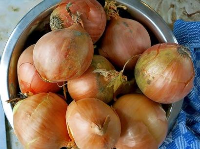 Wirtshausgulasch schöne Zwiebeln ganz