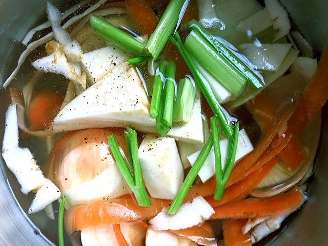 Linsensuppe Gemüsebruehe kochen