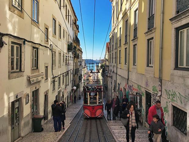 Lissabon Strassenbahn typisch