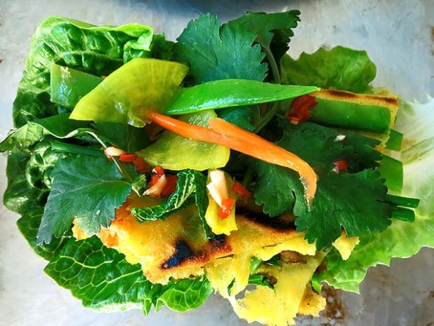 Vietnam Pfannkuchen in Salat