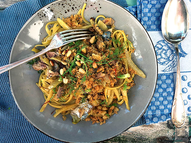 Fenchel und Sardinenpasta Teller