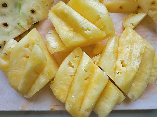 Thai Ananas geschnitten ohne Dorn