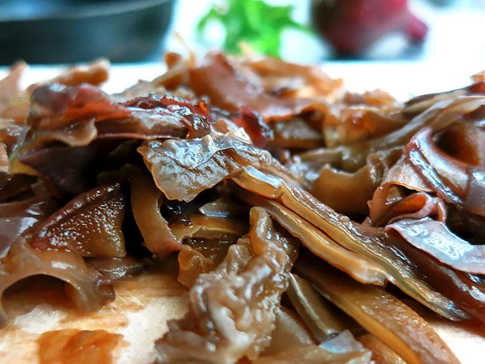 Chinesische Pilze eingeweicht