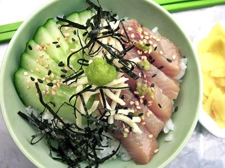 Sushi Chirashi mit Matjes und Gurke