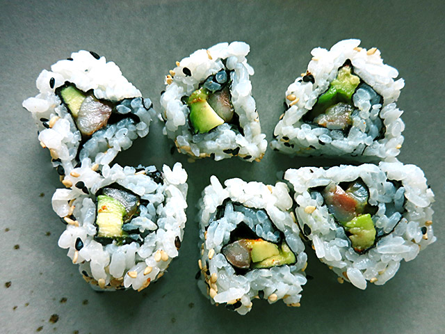 Inside Out Sushi Avocado Matjes