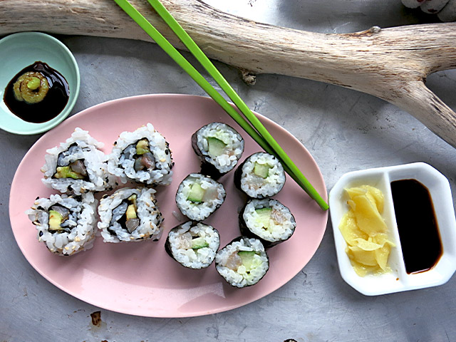 Maki Sushi mit Matjes Apfel Gurke