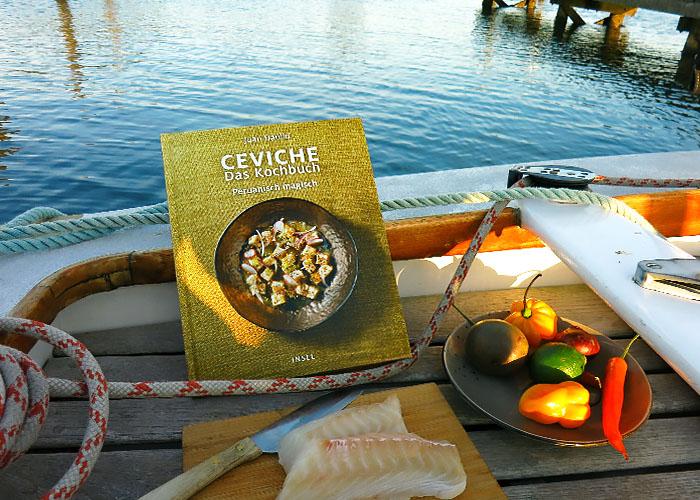 Ceviche Kochbuch Juan Danilo an Deck