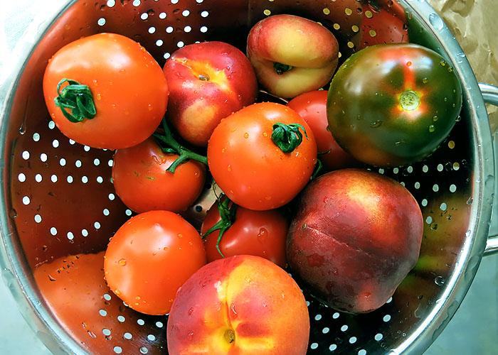 Tomate Nektarinen gewaschen Sieb