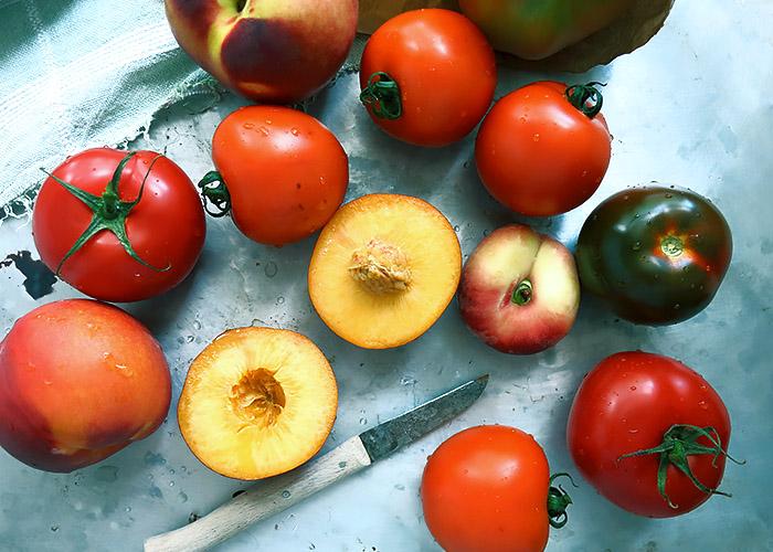 Im Juli: Tomaten Nektarinen Pfirsich