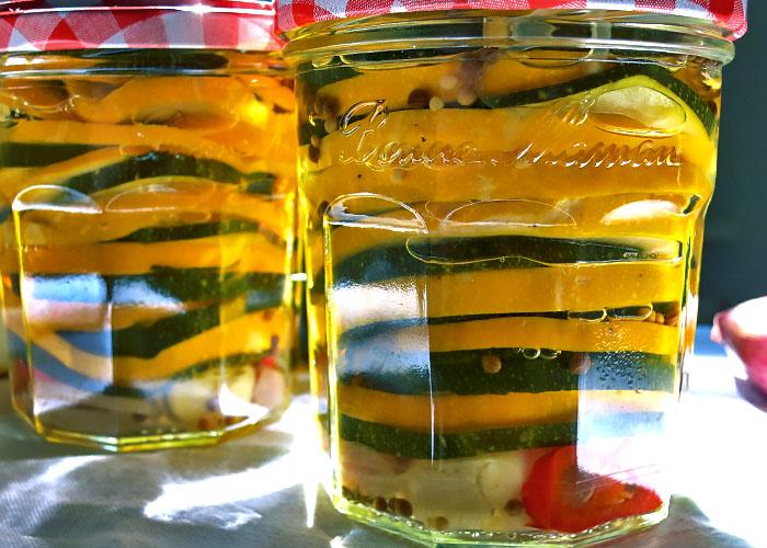 Zucchini suess sauer im Glas eingelegt