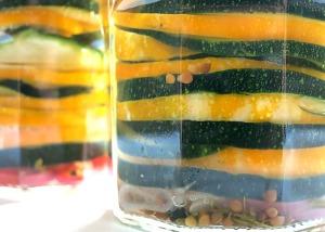 Zucchinischeiben fest gepresst