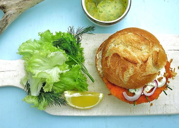 Veganer Fischburger mit Dill Senfsauce