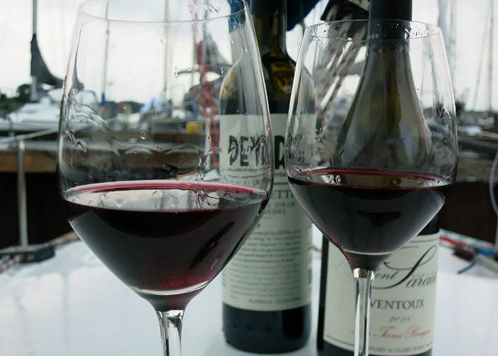 AOC Ventoux Rotwein im Sommer