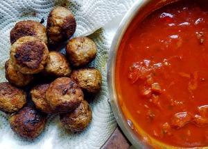 Albondigas gebraten und Sauce